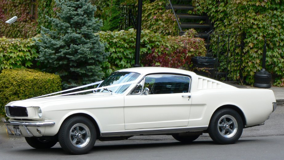 Ford Mustang Fastback V8