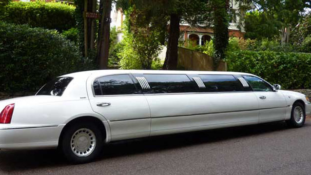 Lincoln USA 30ft Stretched Limousine wedding car for hire in Bournemouth, Dorset