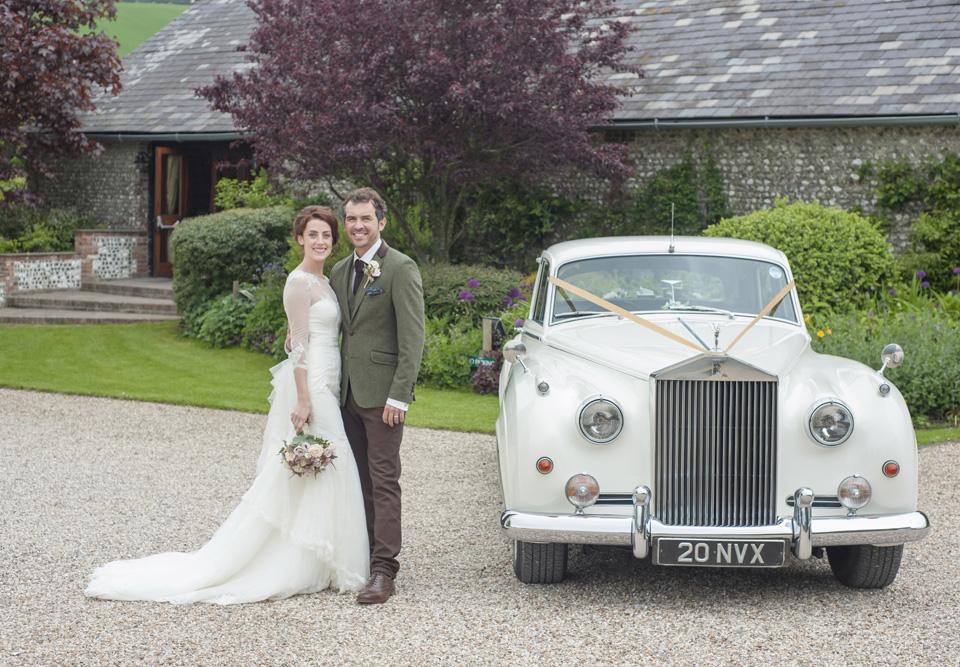 bride-and-groom-wedding-car-hire