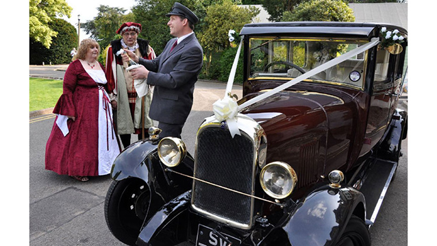 Citroën Deluxe Saloon wedding car for hire in Milton Keynes, Buckinghamshire