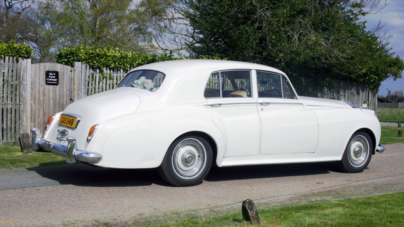Rolls-Royce Silver Cloud II wedding car for hire in Cobham, West London