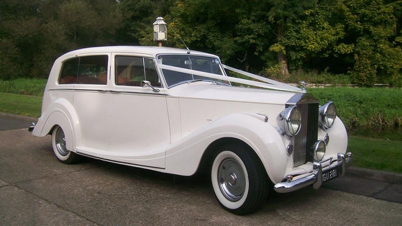Rolls-Royce Silver Wraith wedding car for hire in Uxbridge, Middlesex