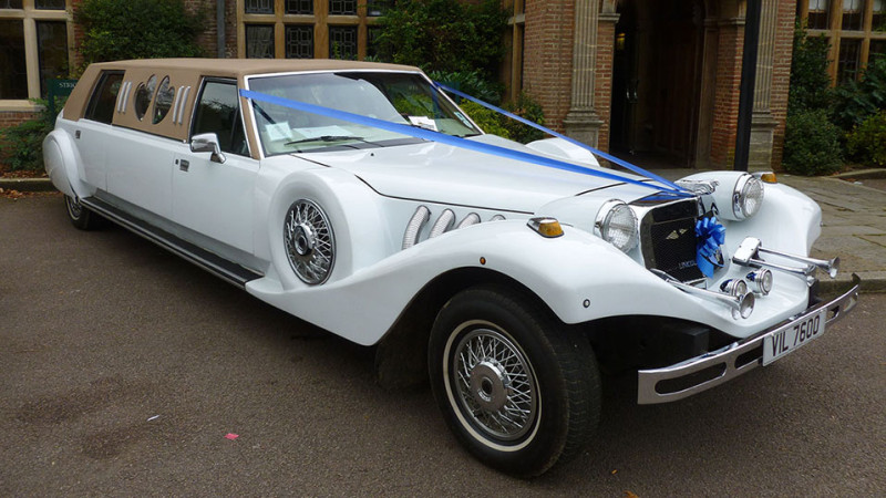 Lincoln Excalibur Limousine wedding car for hire in Winslow, Buckinghamshire