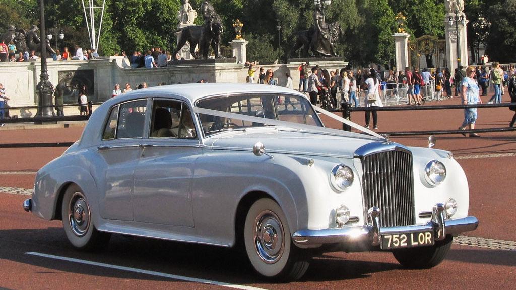 london-classic-bentley-wedding-car-hire