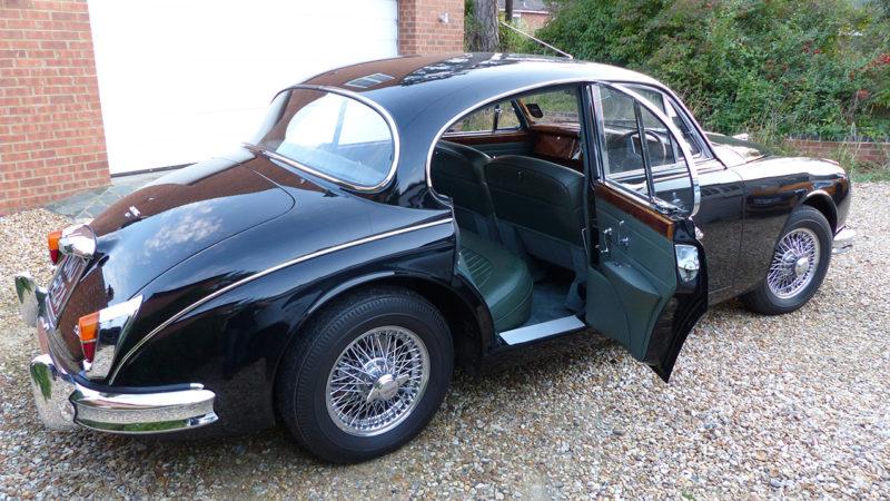 Jaguar MKII wedding car for hire in Abingdon, Oxfordshire