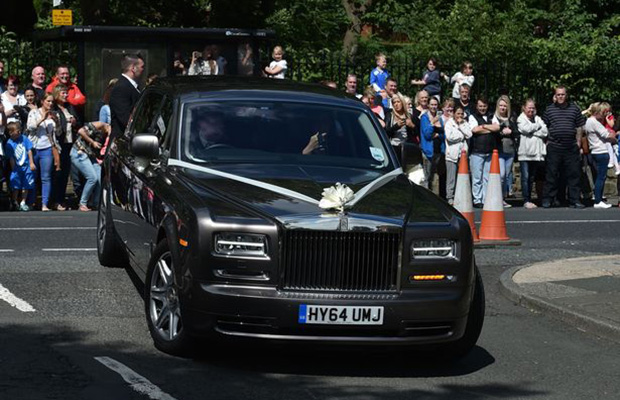 a-rolls-royce-phantom-carrying-bride-ali-astall-to-her-wedding-with-declan-donnelly
