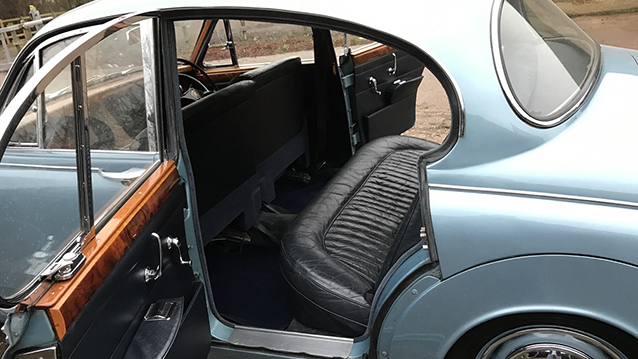 Daimler 250 V8 wedding car for hire in Bedford, Bedfordshire