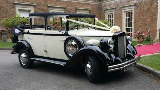 Regent Landaulette wedding car for hire in Kettering, Northamptonshire