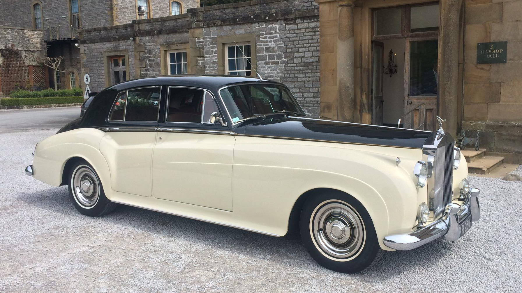 Classic Yorkshire Wedding Car hire available to hire for weddings