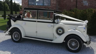 Regent Landaulette wedding car for hire in Chesterfield. Derbyshire