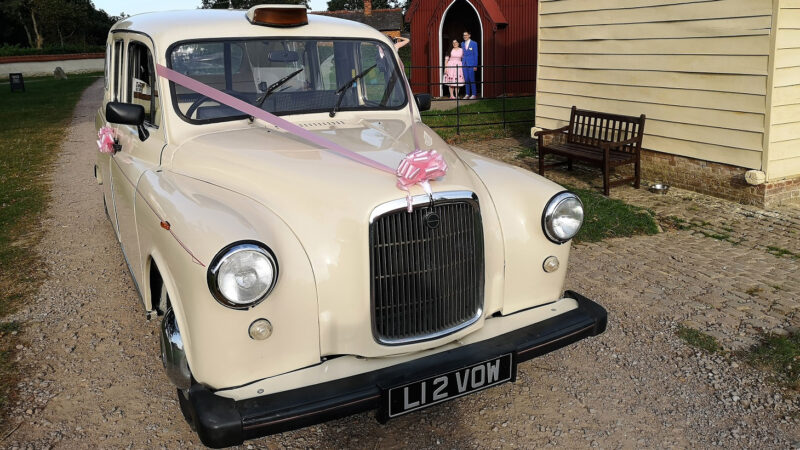 Taxi Cab Landaulette wedding car for hire in Bedford, Bedfordshire